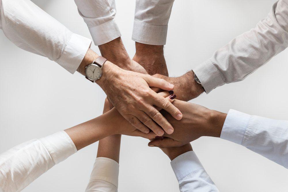 Komunitas ini selalu berpikir positif dan berjiwa besar.  Memiliki Support Sistem untuk mendukung  kesuksesan Anda dalam menjalankan usaha ini.
