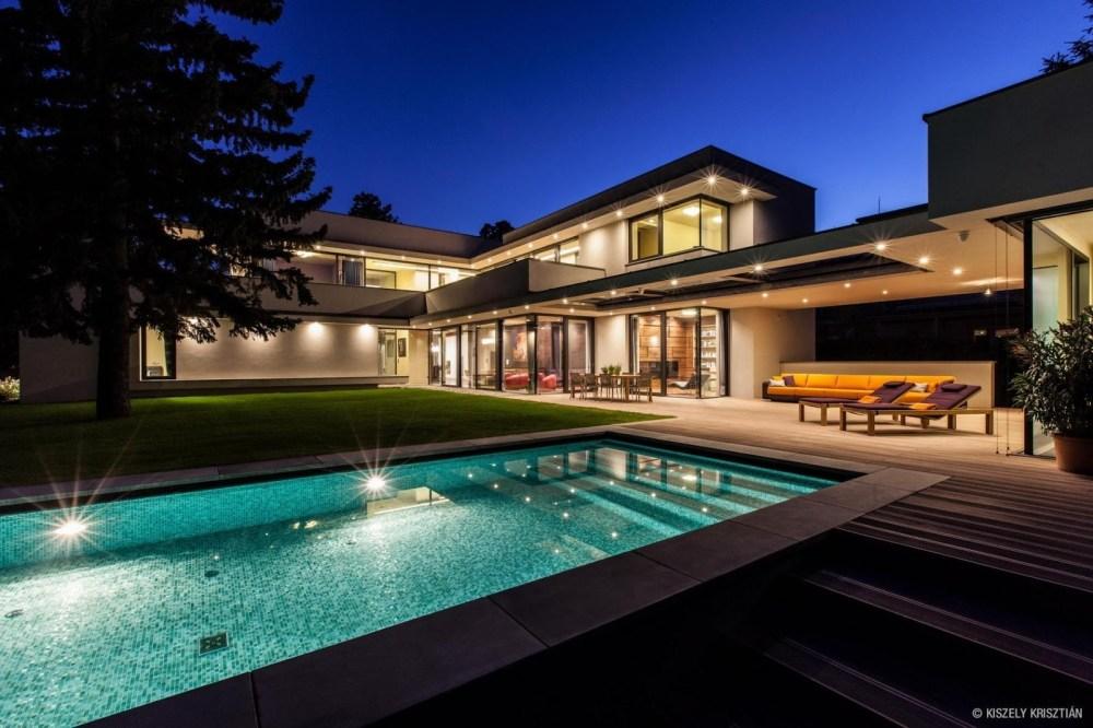Memiliki rumah baru tanpa Cash dapat terjadi dengan membangun jaringan bisnis melalui waralaba pribadi (personal franchise).  Membangun jaringan bisnis yang besar berpeluang memiliki rumah baru tanpa cicil (Cash)
