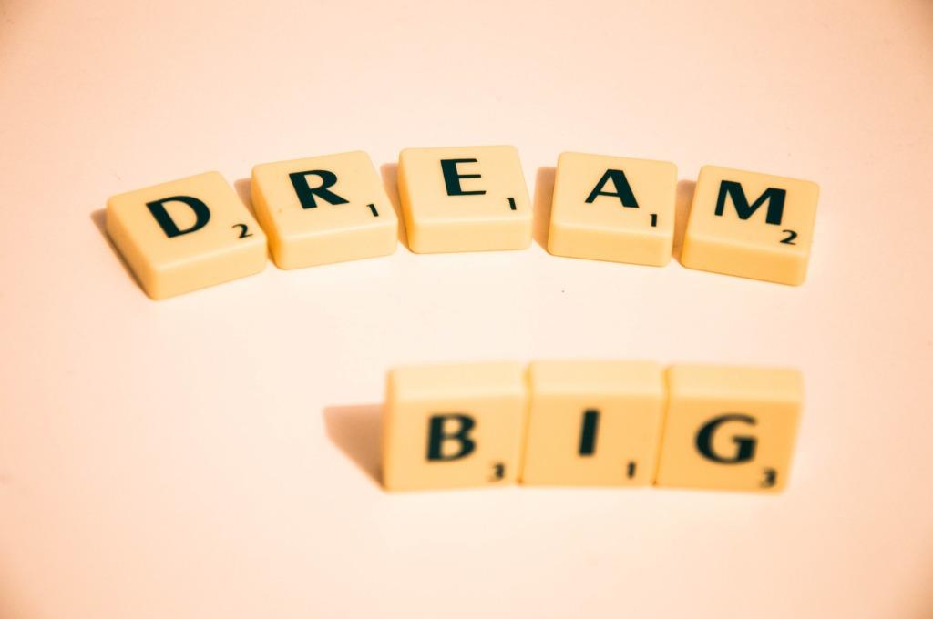 Semua ocehan-ocehan itu adalah mental blok atau blokade jalanan menuju impian, yang mencoba mematahkan semangat.